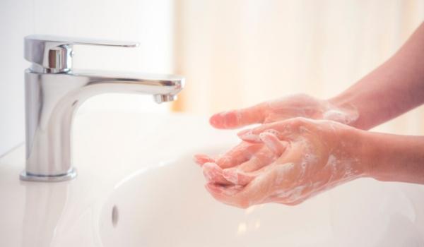 2020-04-24-shutterstock-handen wassen(2)