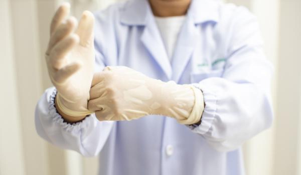 gebruik van handschoenen in de zorg